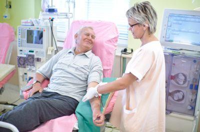 Dialyzované pacienty stále více lákají Jeseníky. Péči jim zajišťuje Dialýza Šumperk