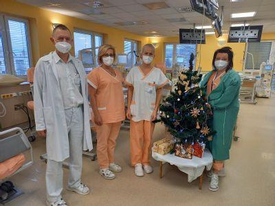 Primář ze šumperské dialýzy po mnoha letech pacientům koledy nezazpívá. O dárky ani ducha Vánoc přesto nepřijdou